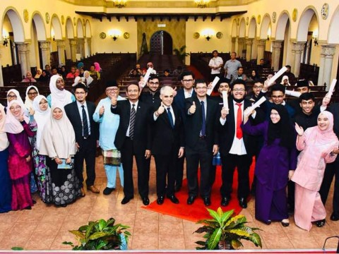 FIRST BATCH OF IIUM ACADEMY FOUNDATION RECEIVED THEIR CERTIFICATES
