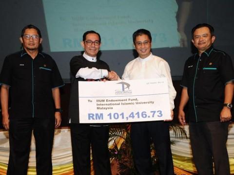 PROLINTAS sumbang  Zakat Korporat ke Tabung Wakaf UIAM(IEF)