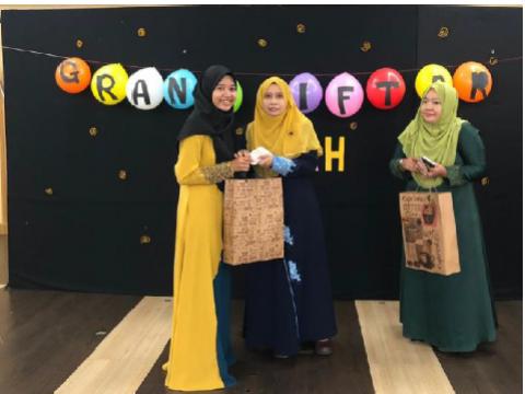 Iftar Ramadhan & Raya Gift Ceremony with Asnaf and Zakat Recipients CFSIIUM students 2019