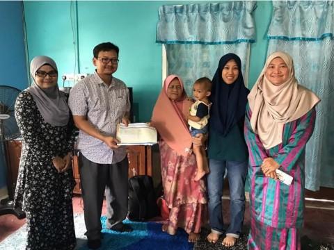 Alumni Relations Division raises RM14,637 in aid of late Surawati's children