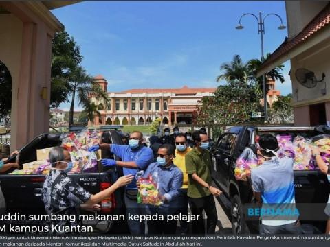 Saifuddin sumbang makanan kepada pelajar UIAM kampus Kuantan