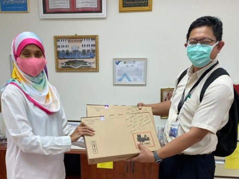 Laptop donation from Alumni of IIUM Doctors (MedIIUM)