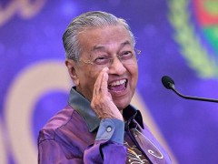 Dr Mahathir's approval rating largely the same: Survey