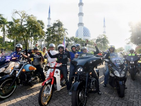 Rosyam Nor, Norman Hakim join 1,200 motorcyclists in World