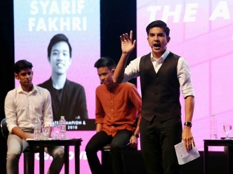 Syed Saddiq starts off debate series at IIUM