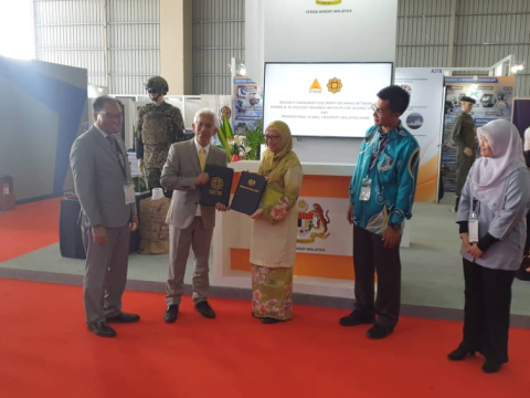 Memorandum of Agreement (MoA) Signing Ceremony between International Islamic  University Malaysia (IIUM) and Science & Technology Research Institute for Defence (STRIDE)