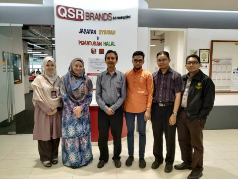 Meeting on Research Collaboration with Tn. Hj. Roslan, Shariah Department of QSR Brands
