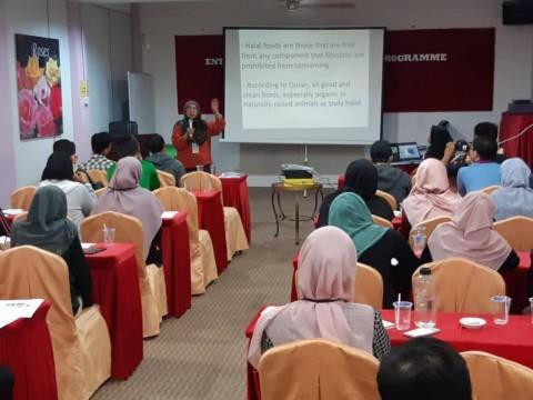 A Short Talk on Halal Entrepreneurship to IIUM Students