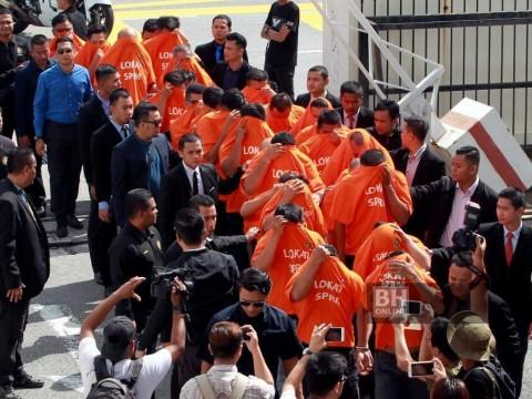 Orange t-shirt attire and the blemish of shame