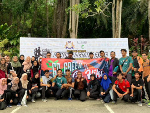 IIUM Pagoh: GUNUNG LEDANG Clean as You Hike!