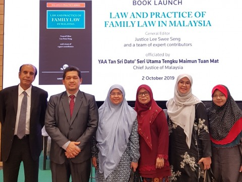 The Chief Justice of Malaysia launches a book written by lecturers from AIKOL