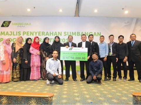 Majlis Penyerahan Sumbangan Program IQRA' TH (IPTA)