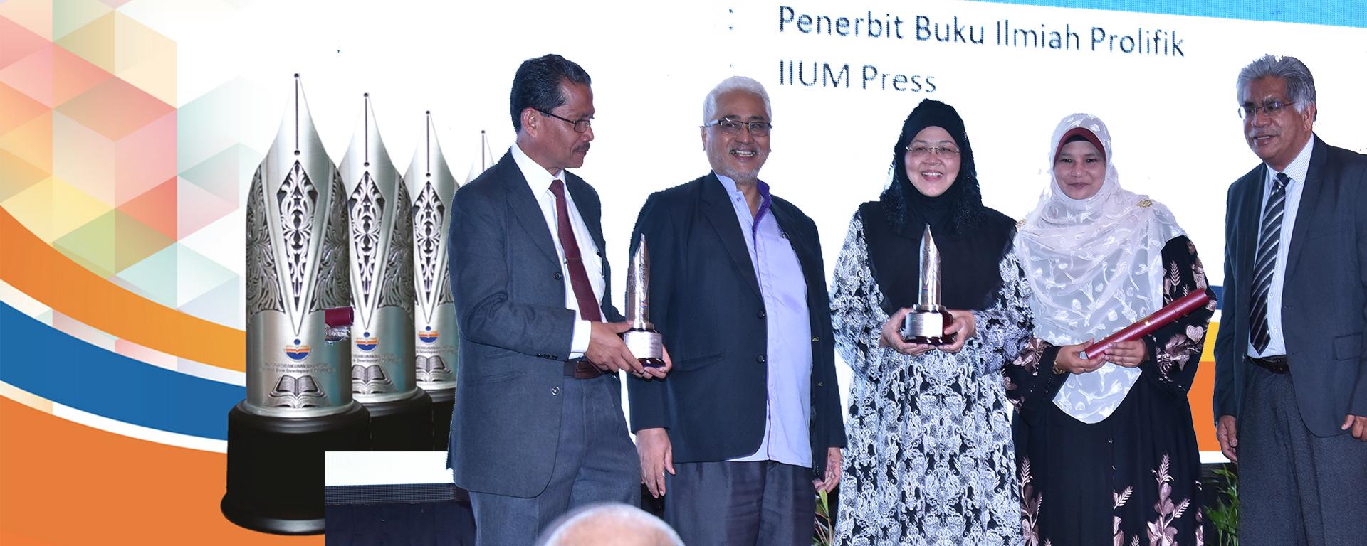 IIUM Grab 3 Awards in National Book Awards 2018